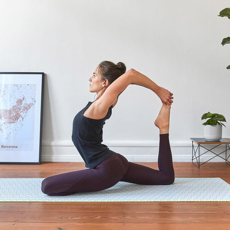 LAESSIG-Asana-Taube-Tipp-Yoga-Schwangerschaft-Eltern-und-Kind