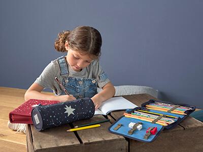 LAESSIG-Ratgeber-Sinnvolle-Einrichtungsideen-f-r-das-Kinderzimmer-f-r-Kinder-von-2-bis-6-Jahren-Schreibtisch-Tipps-Eltern