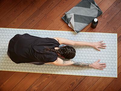 LAESSIG-Yoga-Yogamatte-Tipps-zur-Ausruestung