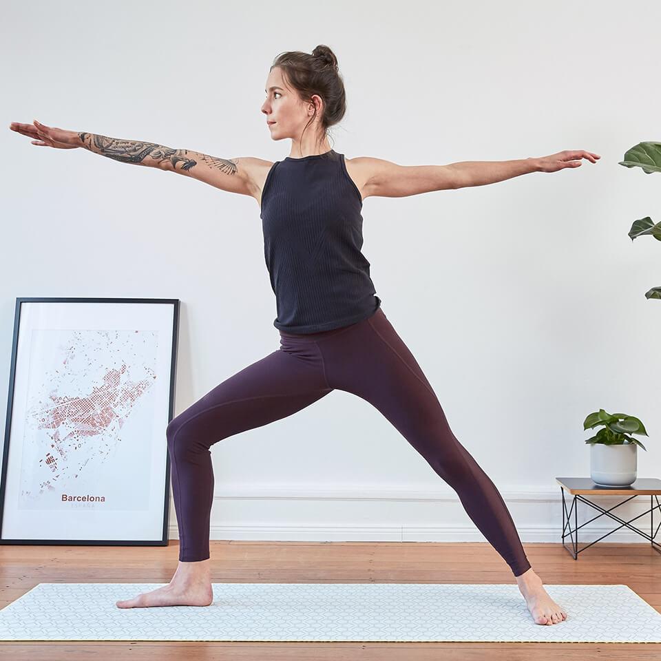 LAESSIG-Yoga-Love-Asanas-Krieger-Yogauebungen-Kraft-tanken