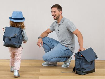 LAESSIG-Wickelrucksack-Little-one-and-me-reflective-Pappa-und-Tochter