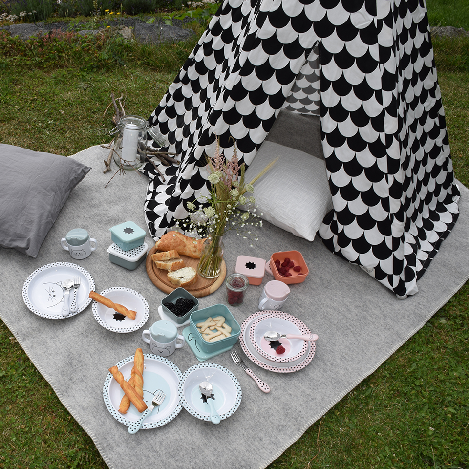 LAESSIG-Gesunde-Snacks-Tipps-Eltern-und-Kind-Picknick-Kindergeschirr