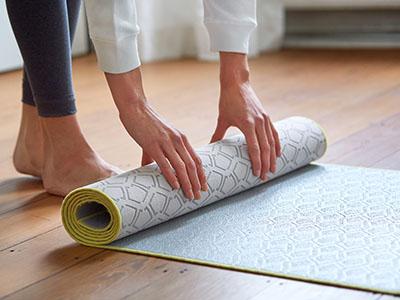 LAESSIG-Yoga-Love-Asana-der-Woche-Yogamatte