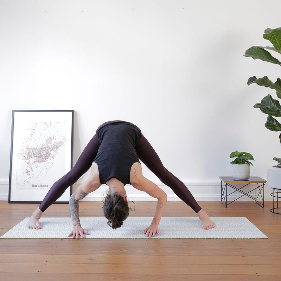 LAESSIG-ASANA-der-Woche-stehende-Graetsche-Tipps-Meditation-Achtsamkeit-Yoga-Love